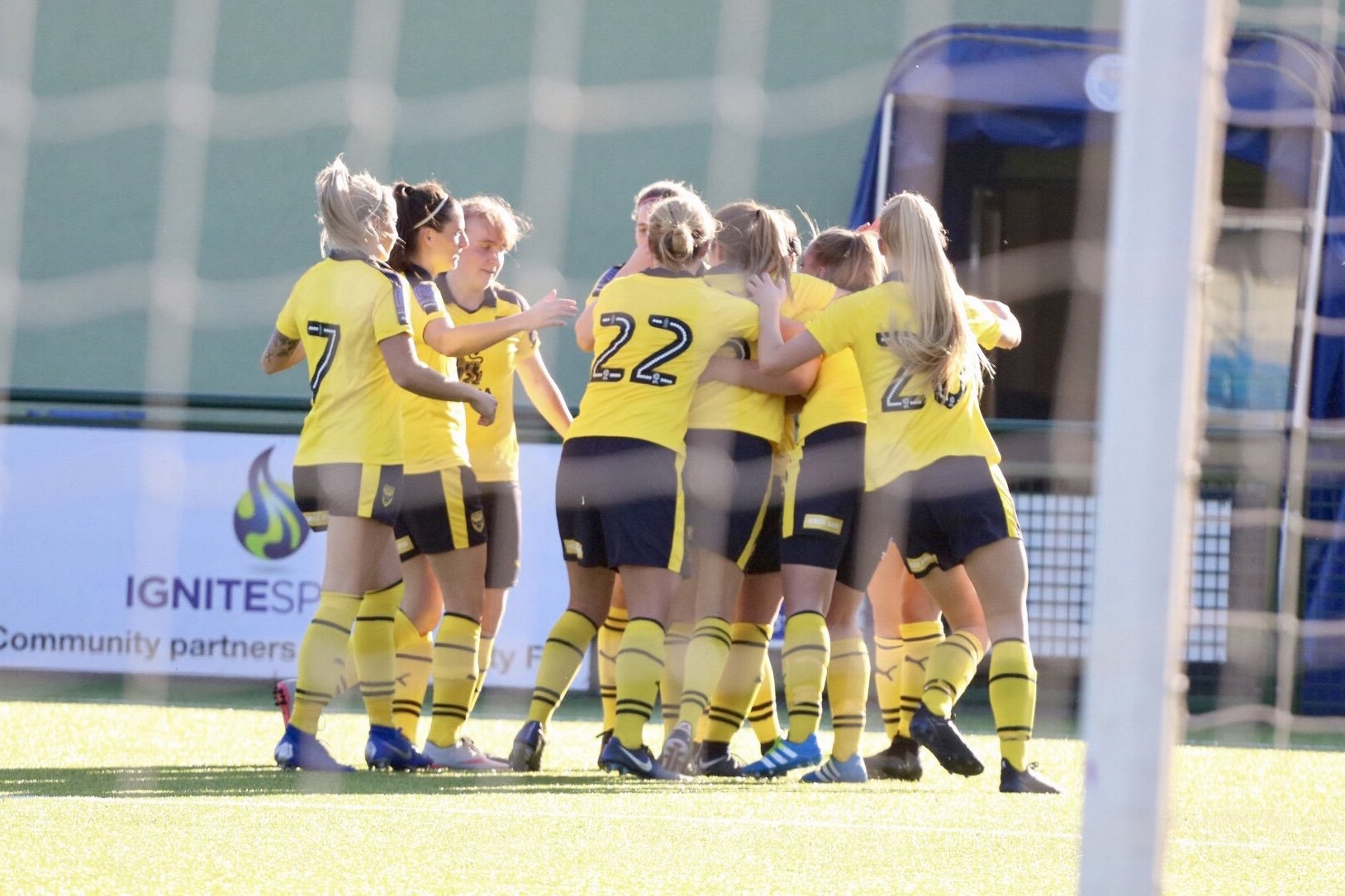 The Oxford United women's celebrating