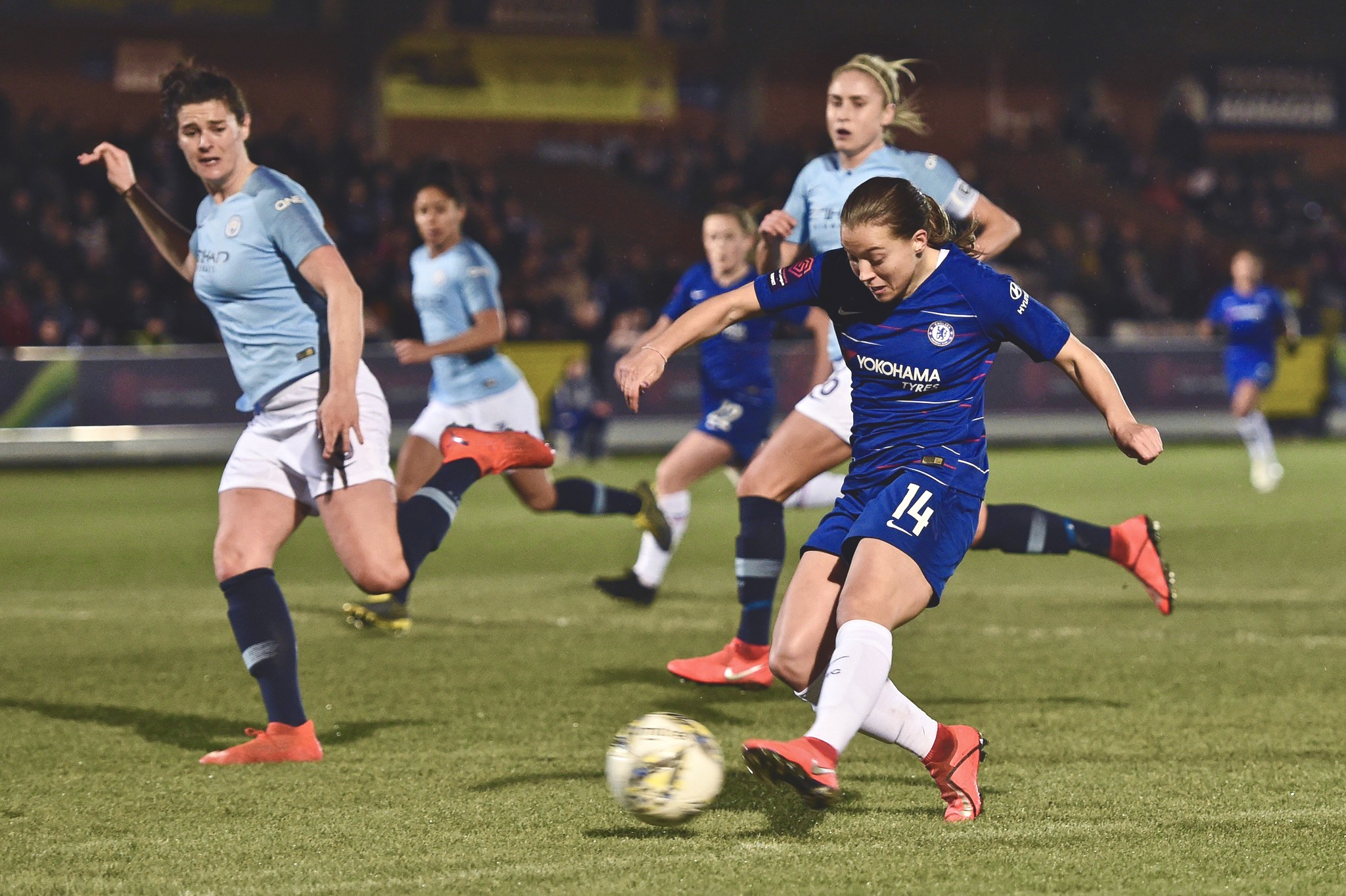 Fran Kirby shoots against Man City in the WSL