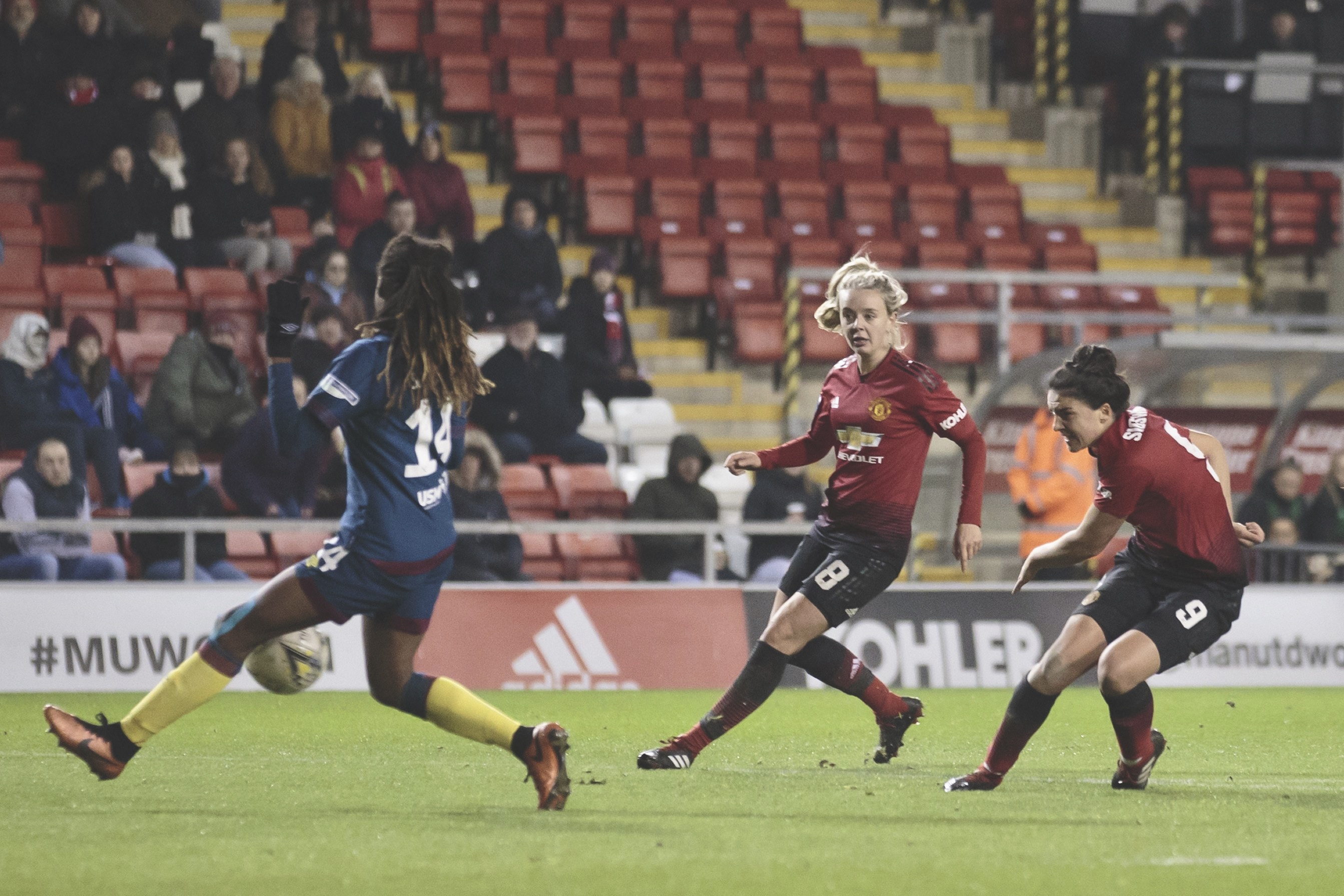 Jess Sigsworth scores her second goal for Manchester United against West Ham. (Photo: Jon Super for The FA)